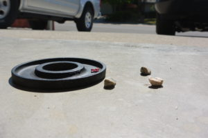 use small pebbles to slightly elevate weight plates off the ground for refurbishing